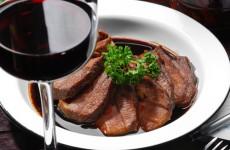 Wein und dunkles Fleisch